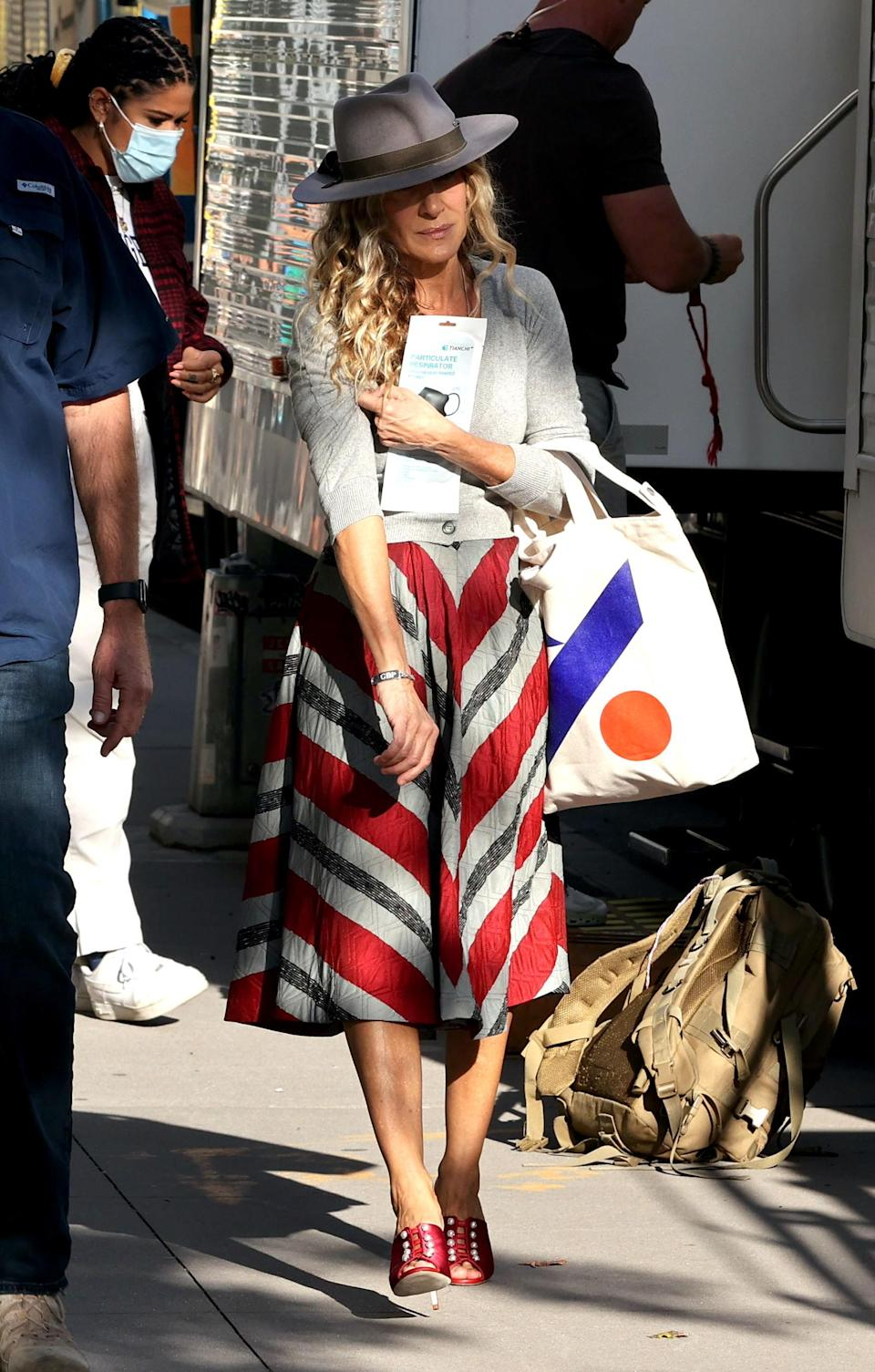 """Sarah Jessica Parker films """"And Just Like That…"""" in New York City. - Credit: Jose Perez/Bauergriffin.com / MEGA"""
