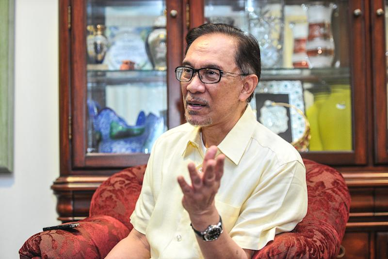 Anwar stressed that the investigation into 1MDB should be thorough, and that any court trial should be handled by a senior judge with 'impeccable credentials'. — Picture by Shafwan Zaidon