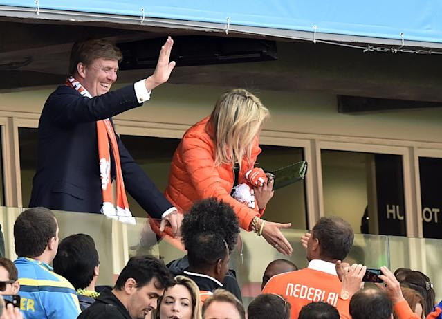 Dutch King Willem-Alexanderd and his wife Queen Maxima greet spectators after the group B World Cup soccer match between Australia and the Netherlands at the Estadio Beira-Rio in Porto Alegre, Brazil, Wednesday, June 18, 2014. (AP Photo/Martin Meissner)
