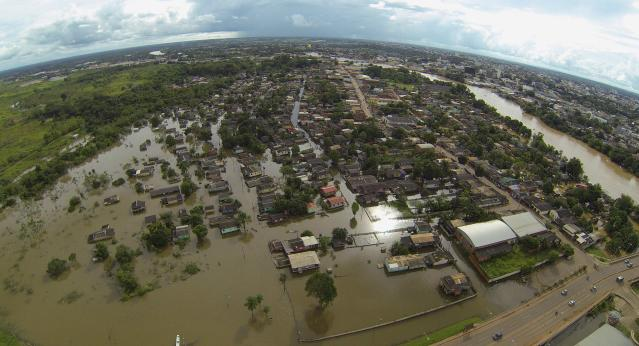 An aerial view of a neighbourhood flooded by the Acre river which continues to rise from weeks of heavy rainfall in the region including northern Bolivia and eastern Peru, in Rio Branco, Acre state March 13, 2014. REUTERS/Odair Leal (BRAZIL - Tags: ENVIRONMENT DISASTER)