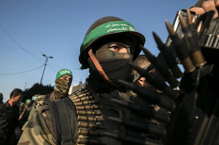 Palestinian members of the al-Qassam Brigades, the armed wing of the Hamas movement, take part in a anti-Israel military parade in Rafah in the southern Gaza Strip, on August 21, 2016 (AFP Photo/Said Khatib)