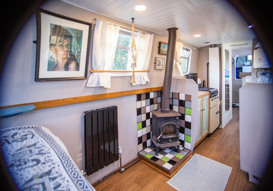 The kitchen and fireplace. (@narrowboatmama/Caters)