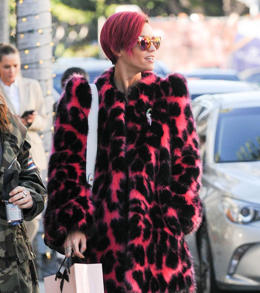 <p>Ruby Rose ditched her brown locks for a hot pink look that matches her fur. (Photo: Getty) </p>