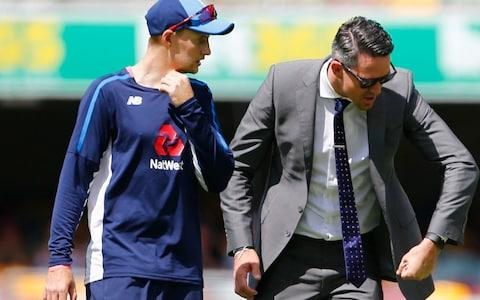 Kevin Pietersen and Joe Root discuss technique on the second morning of the first Test - Credit: Jason O'Brien/PA