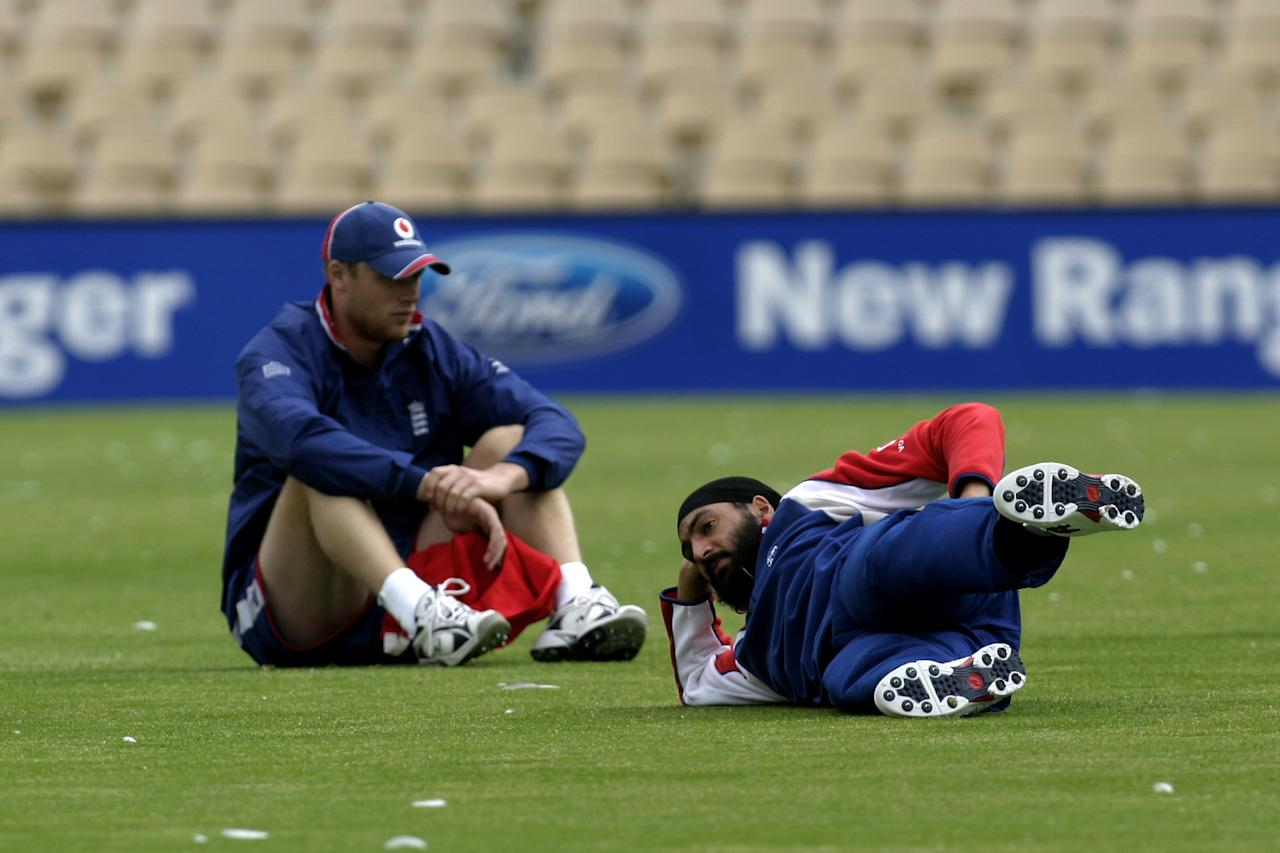 Captain Andrew Flintoff (L) and bowler Monty Panesar  of the English Cricket Team training before their Tour Match beginning tomorrow against South Australia, Adelaide, Australia, 16 November 2006 (Photo by Jamie McDonald/Getty Images)