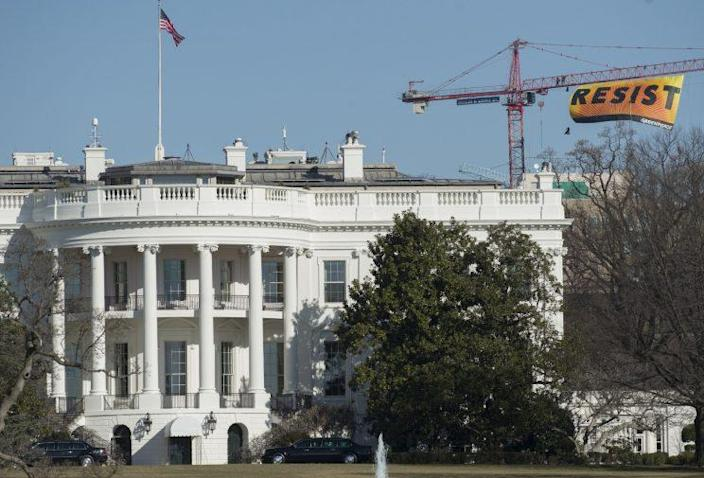 The Greenpeace protest banner flies high enough to be seen from beyond the White House. (Photo: Saul Loeb/AFP/Getty Images)