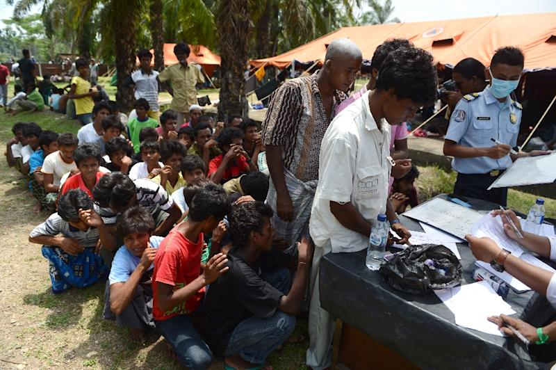 Rohingya men from Myanmar register for Indonesian immigration documentation at a confinement area in Bayeun, Aceh province on May 21, 2015 after more than 400 Rohingya migrants from Myanmar and Bangladesh were rescued by Indonesian fishermen (AFP Photo/Romeo Gacad)