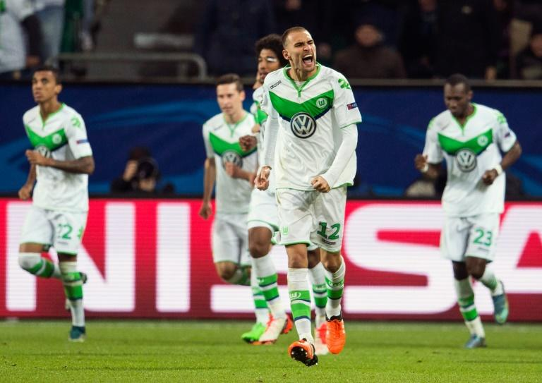VfL Wolfsburg's Dutch forward Bas Dost (C), pictured on October 21, 2015, said that he hopes to be plying his trade in the Portuguese league soon, with a transfer to Sporting Lisbon set to cost up to ten million euros ($11m)
