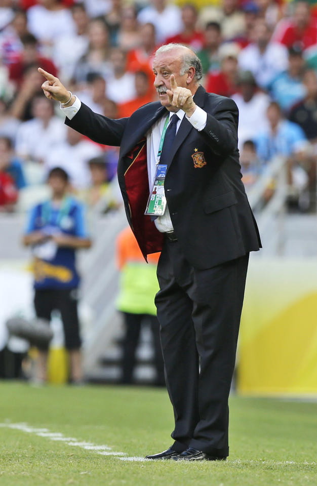 FILE - In this June 27, 2013, file photo file photo, Spain's head coach Vicente Del Bosque gestures during the soccer Confederations Cup group B match between Nigeria and Spain at the Castelao stadium in Fortaleza, Brazil. Del Bosque is expected to lead Spain in a performance equal to the one in the previous world cup. (AP Photo/Fernando Llano, File)