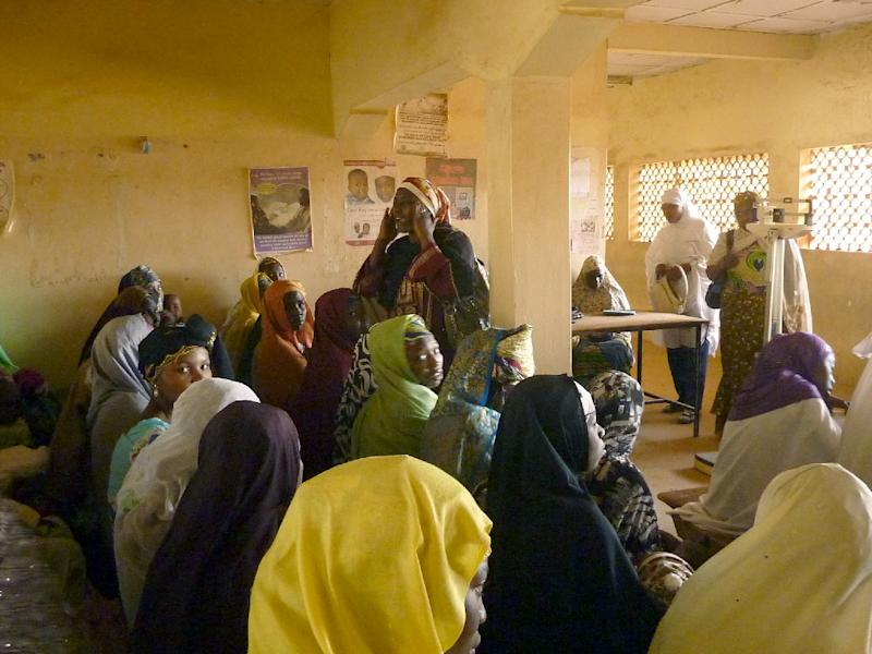 A health official (C) speaks about vaccination against polio at a public health centre in northern Nigeria's Kano State, February 13, 2013 (AFP Photo/Ben Simon)