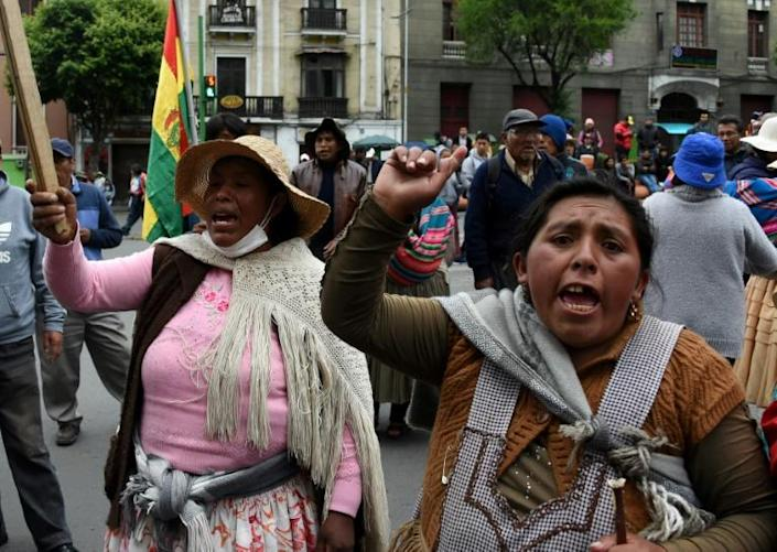 Supporters of Bolivia's ex-president Evo Morales protest in La Paz after he left for exile in Mexico (AFP Photo/AIZAR RALDES)