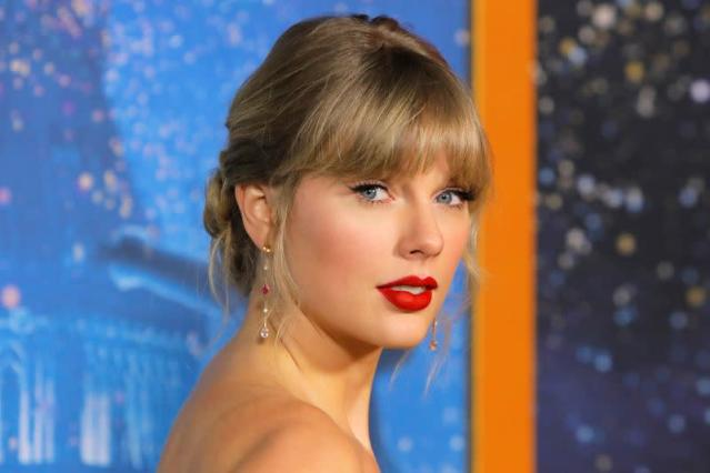 Taylor Swift Donates 30 000 To Student S Uk College Fund