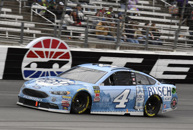 "<a class=""link rapid-noclick-resp"" href=""/nascar/sprint/drivers/205/"" data-ylk=""slk:Kevin Harvick"">Kevin Harvick</a> (4) comes out of Turn 4 during a NASCAR Cup Series auto race in Fort Worth, Texas, Sunday, April 8, 2018. (AP Photo/Larry Papke)"