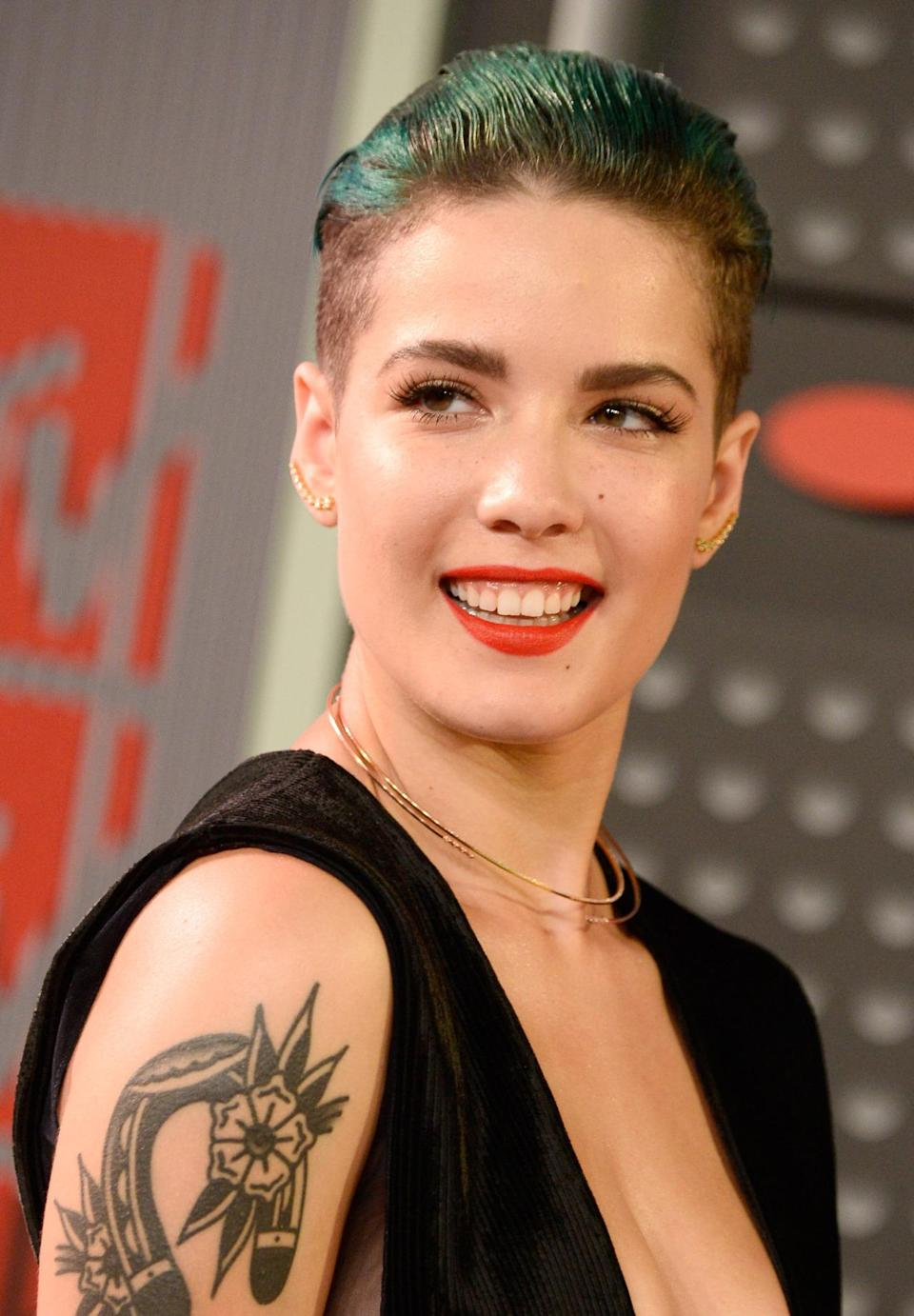 <p>Halsey rocks a tough look on the red carpet: Slicked back green hair and buzzed sides.</p><p>Source: Getty Images<br></p>