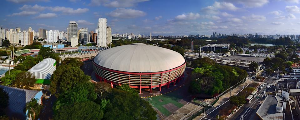 Panorama of Ibirapuera district in Sao Paulo, featuring more in the foreground the Ibirapuera Gymnasium (Ginásio do Ibirapuera), the main state indoor sporting arena and its sports complex. In the neighborhood, The Southeastern Military Command  complex (Comando Militar do Sudoeste - CMSE) and the Legislative Assembly building (Palácio 9 de Julho - Assembleia Legislativa). In the background, Ibirapuera Park and its lake.