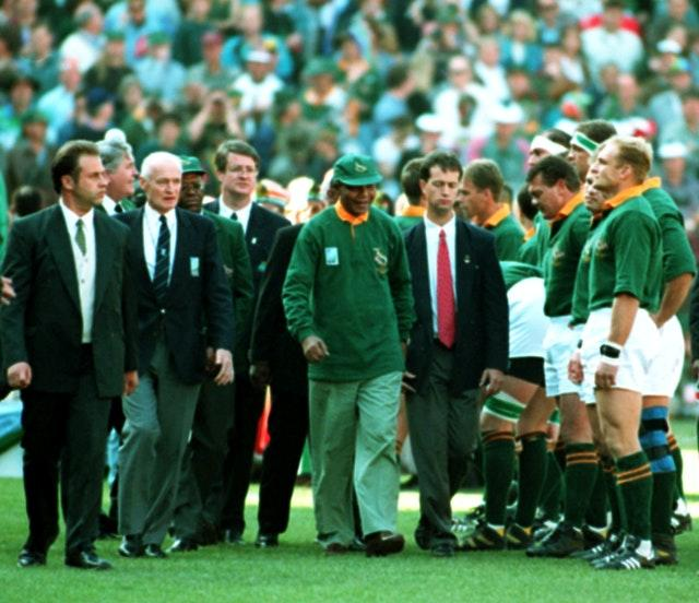 Nelson Mandela meets the Rugby World Cup finalists