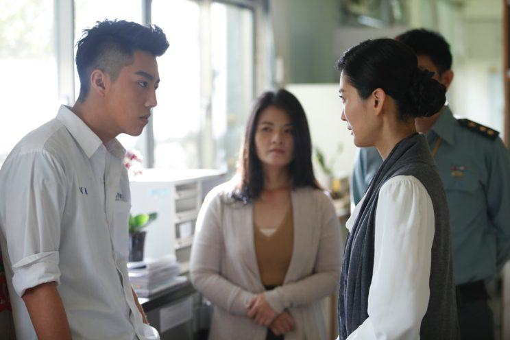 Ren-hao (Kent Tsai) is confronted by Ms Li (Carolyn Chen) in