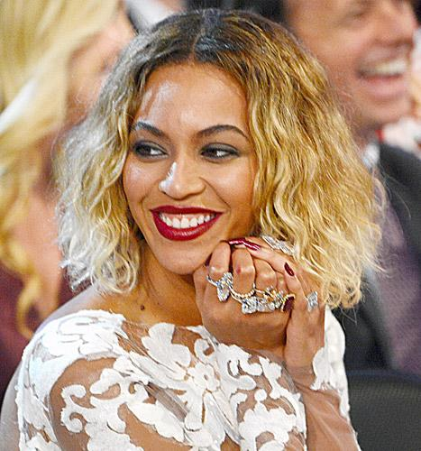 Beyonce wore statement cocktail rings by Lorraine Schwartz -- making her overall jewelry total over $10 million -- to the 2014 Grammys