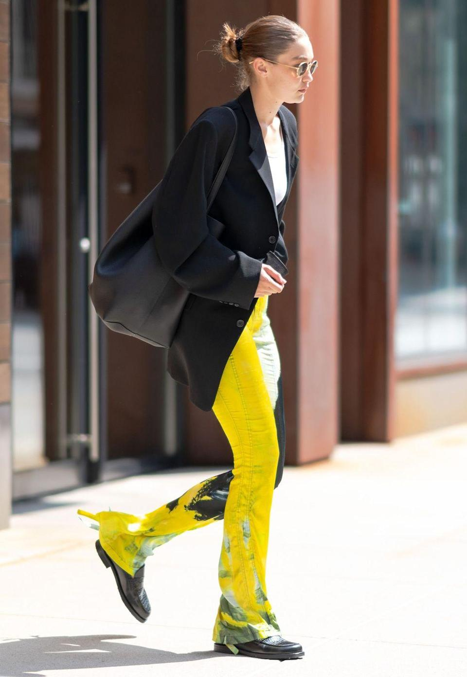 <p><strong>8 September </strong></p><p>Gigi Hadid sported a chic off-duty look in patterned trousers and a classic black blazer. </p>