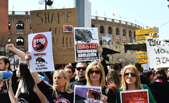 Anti-bullfighting protesters demonstrate in front of Valencia bullring, during the Fallas Festival in Valencia, on March 13, 2016 (AFP Photo/Jose Jordan)
