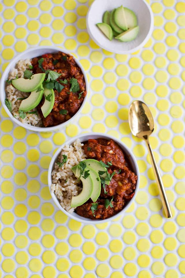 """<p>This chili is made with homemade vegan """"beef crumbles"""" made from tempeh. </p> <p><strong>Get the recipe:</strong> <a href=""""https://abeautifulmess.com/2018/01/high-protein-vegetarian-chili.html"""" target=""""_blank"""" class=""""ga-track"""" data-ga-category=""""Related"""" data-ga-label=""""https://abeautifulmess.com/2018/01/high-protein-vegetarian-chili.html"""" data-ga-action=""""In-Line Links"""">high-protein vegetarian chili</a></p>"""