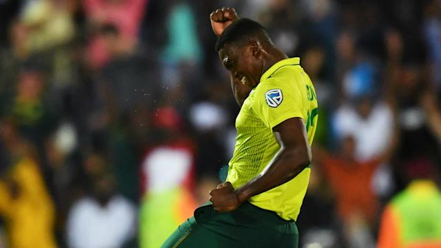England needed seven runs from seven balls but they could not get over the line in a remarkable ending to their T20 match with South Africa.