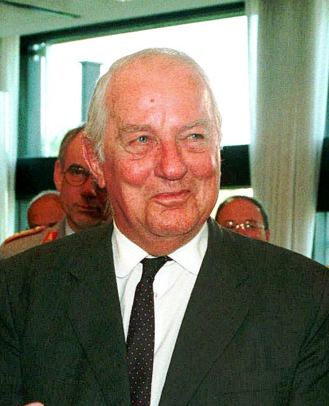 FILE - In this Oct. 16,  1997 file picture Ewald-Heinrich  von Kleist,  is honored at a ceremony in Bonn, Germany.  Ewald-Heinrich von Kleist, the last surviving member of the main plot to kill Adolf Hitler and who once volunteered to wear a suicide vest to assassinate the Nazi dictator, has died. He was 90.  Von Kleist's wife, Gundula von Kleist said Tuesday March 12, 2013  her husband died at his home in Munich on March 8.  (AP Photo,Roberto Pfeil, file)