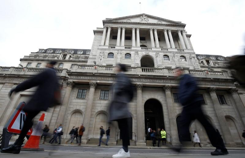 British public unprepared for BoE rate cut - survey