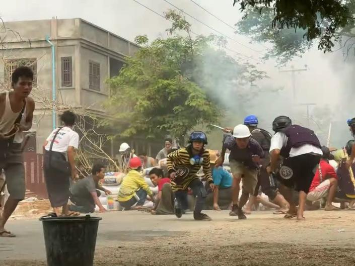 Protesters clash with security forces in Monywa