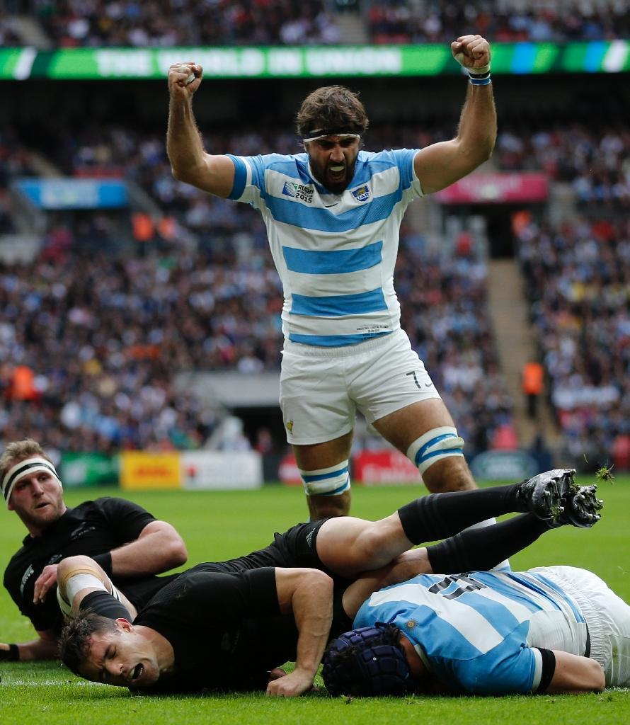Argentina's Guido Petti Pagadizabal (R) scores a try as teammate Juan Martin Fernandez Lobbe celebrates during their Rugby World Cup Pool C match against New Zealand, at Wembley stadium in north London, on September 20, 2015 (AFP Photo/Adrian Dennis)