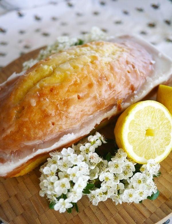 """<a href=""""https://www.thelondoner.me/2013/06/lemon-drizzle-cake-sorry-starbucks.html"""" rel=""""nofollow noopener"""" target=""""_blank"""" data-ylk=""""slk:Lemon Drizzle"""" class=""""link rapid-noclick-resp""""><h2>Lemon Drizzle</h2></a> <br>A lemon drizzle cake is a British Classic. It's also pretty similar to banana bread, in that they're both loaves and involve similar methods and ingredients. If you can make banana bread, you'll definitely be able to nail this bad boy. <br>"""