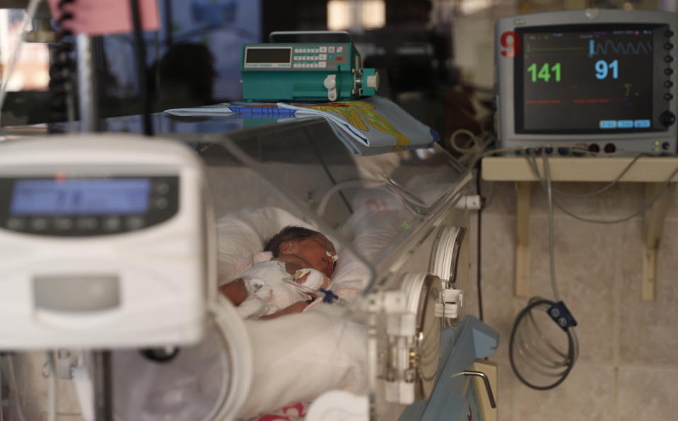 A newborn baby receives oxygen in an incubator in the intensive care unit of the Women's Hospital maternity ward in La Paz, Bolivia, Thursday, Aug. 13, 2020. Doctors say the supply of oxygen for the babies is becoming scarce, the result of nationwide blockades by supporters of the party of former President Evo Morales who object to the recent postponement of elections. Bolivia's political and social crisis is coinciding with the continued spread of the new coronavirus. (AP Photo/Juan Karita)
