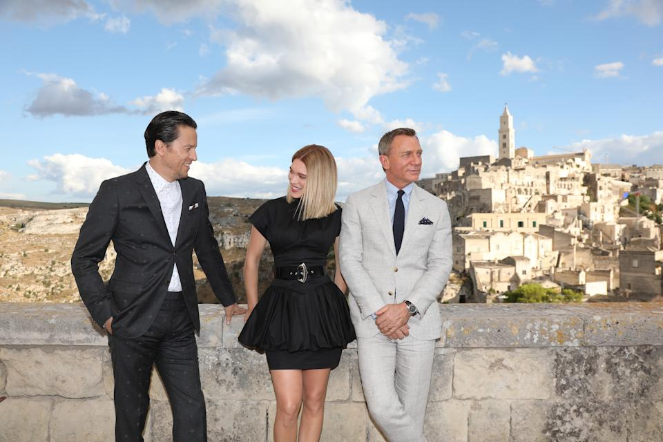 """MATERA, ITALY - SEPTEMBER 09: (LtoR) Director Cary Joji Fukunaga actress Léa Seydoux and actor Daniel Craig arrive on set of the James Bond last movie """"No Time To Die"""" on September 09, 2019 in Matera, Italy. (Photo by Franco Origlia/Getty Images)"""