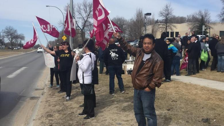 Dozens gather for 'Save our ER' rally at Concordia Hospital