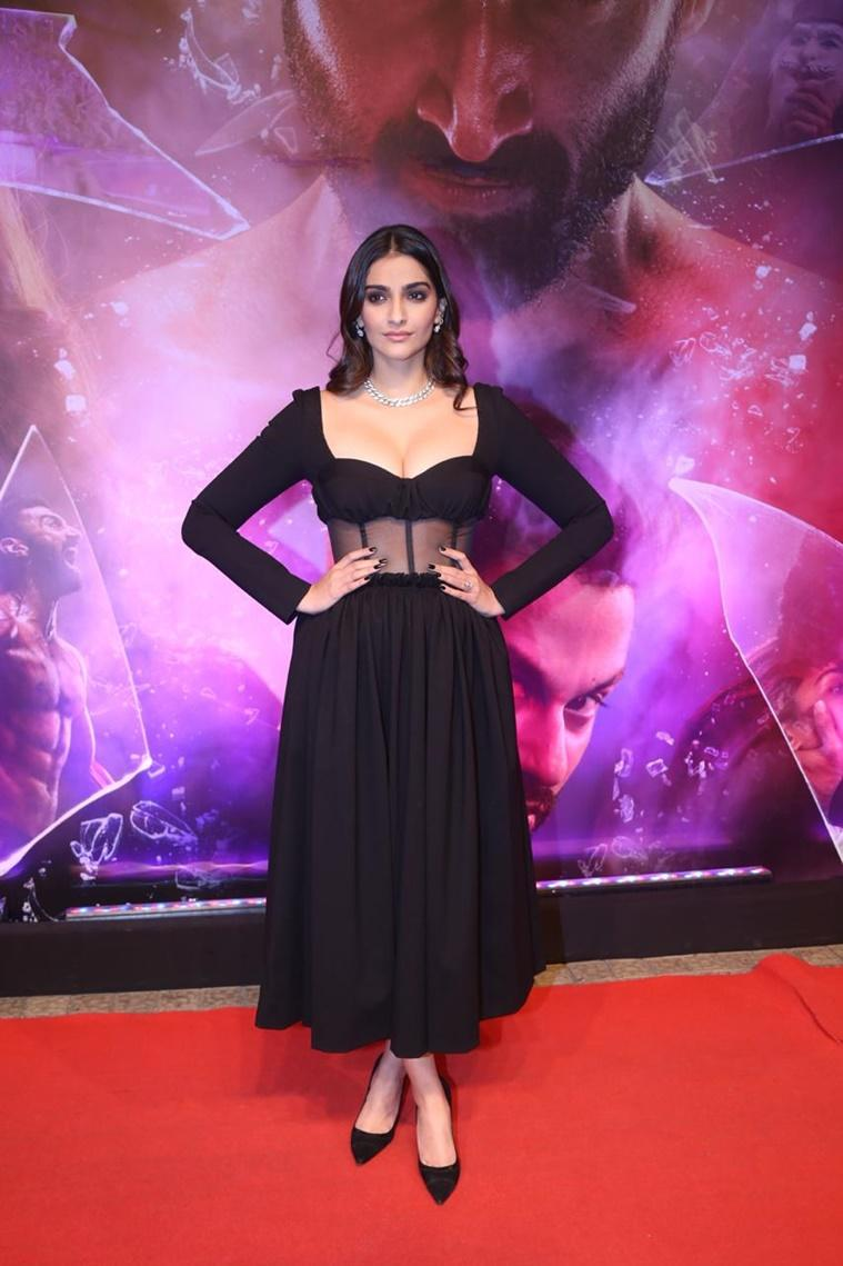 sonam kapoor, sonam kapoor latest photos, sonam kapoor fashion, sonam kapoor malang promotions, indian express, lifestyle