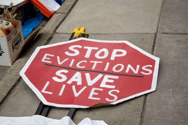 Protesters in Minneapolis rally to stop housing evictions during the pandemic. (Photo: UniversalImagesGroup via Getty Images)