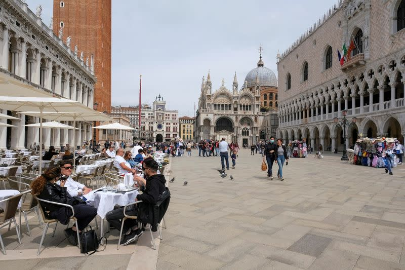 FILE PHOTO: Tourists come back to Venice as Italy lifts COVID-19 quarantine for EU, UK and Israel