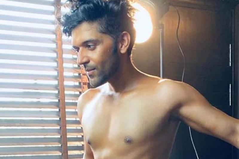 Singer Guru Randhawa Flaunts His Perfectly Toned Body In These Shirtless Pictures