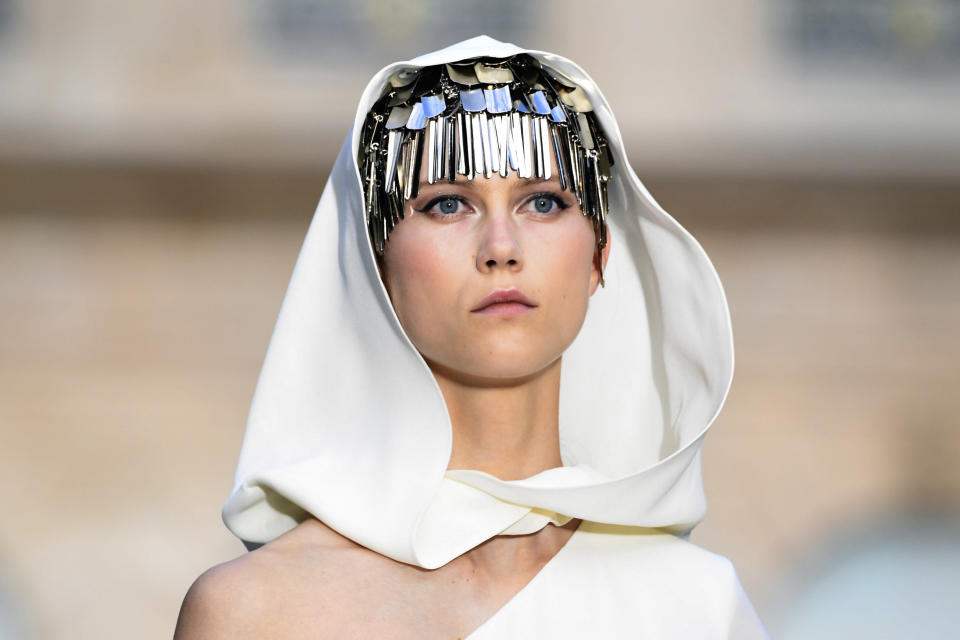 Romantic eyeliner at the Givenchy 018-2019 Fall/Winter Haute Couture show