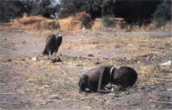 Starving Sudanese child with vulture in background.