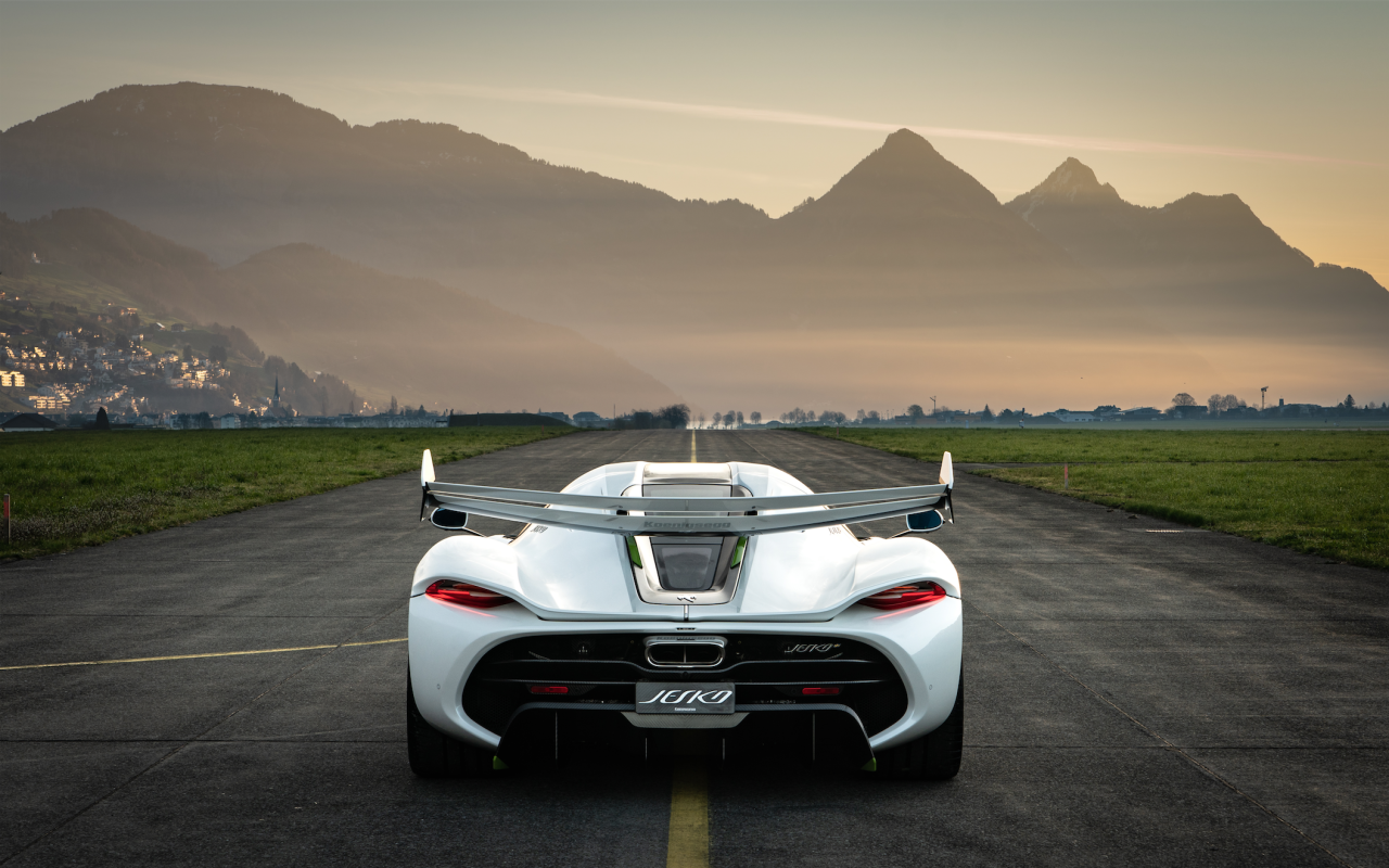 <p>A V-8 is basically the perfect engine. Great sound, great power, and seemingly limitless potential. There's a reason why so many performance cars use V-8 engines. Here are some of our favorite big-power V-8 machines. </p>
