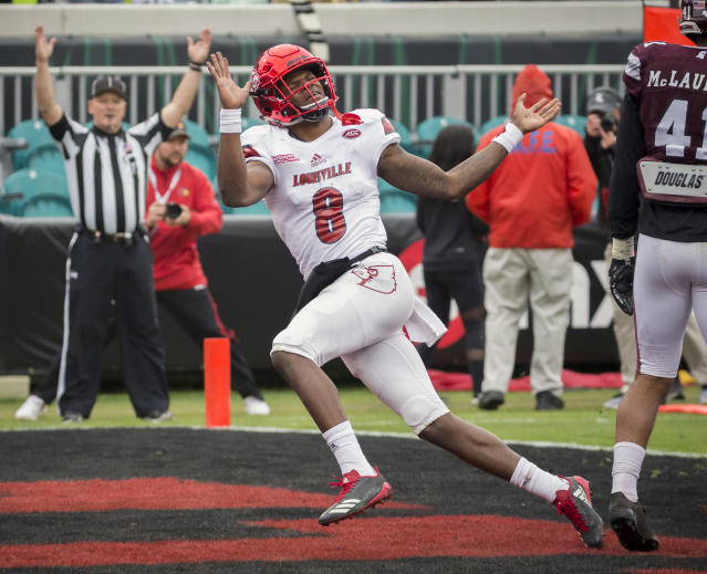 "Louisville quarterback <a class=""link rapid-noclick-resp"" href=""/ncaaf/players/254458/"" data-ylk=""slk:Lamar Jackson"">Lamar Jackson</a> (8) celebrates a touchdown during the first half of the TaxSlayer Bowl NCAA college football game against the Mississippi State, Saturday, Dec. 30, 2017, in Jacksonville, Fla. (AP Photo/Stephen B. Morton)"