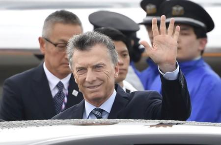 Early poll in Argentina predicts narrow election win for Macri in runoff