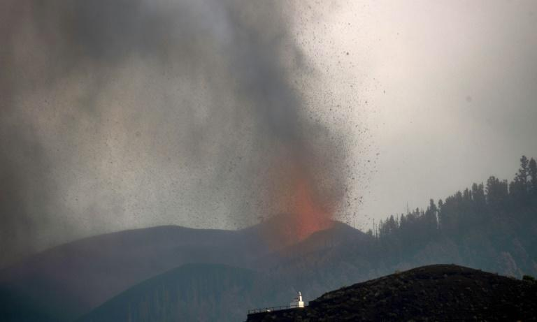 The Cumbre Vieja volcano has forced some 6,000 people from their homes, and destroyed 166 properties (AFP/DESIREE MARTIN)
