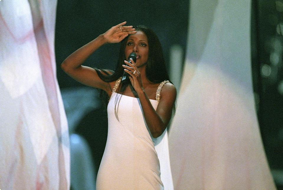 <p>Also, Toni Braxton performed in 2000 and she looked S-T-U-N-N-I-N-G. (Feel free to save this image to your dream wedding dress files.)</p>