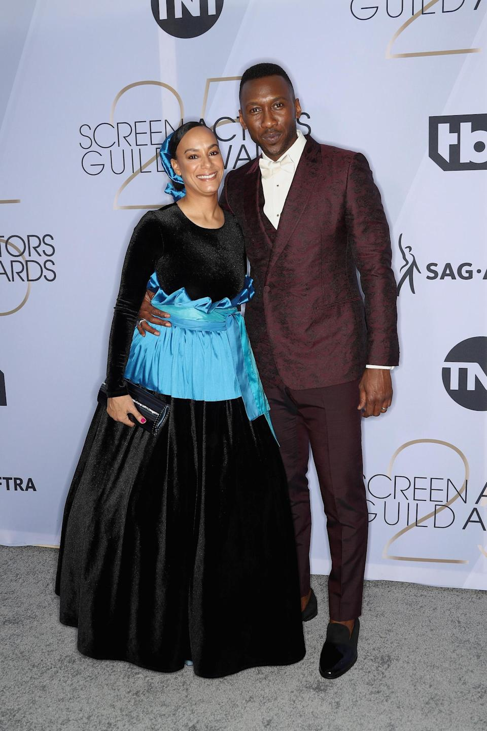 <p>Amatus Sami-Karim and Mahershala Ali were a stylish duo on the carpet at the 2019 Screen Actors Guild Awards in Los Angeles. (Photo: Getty Images) </p>
