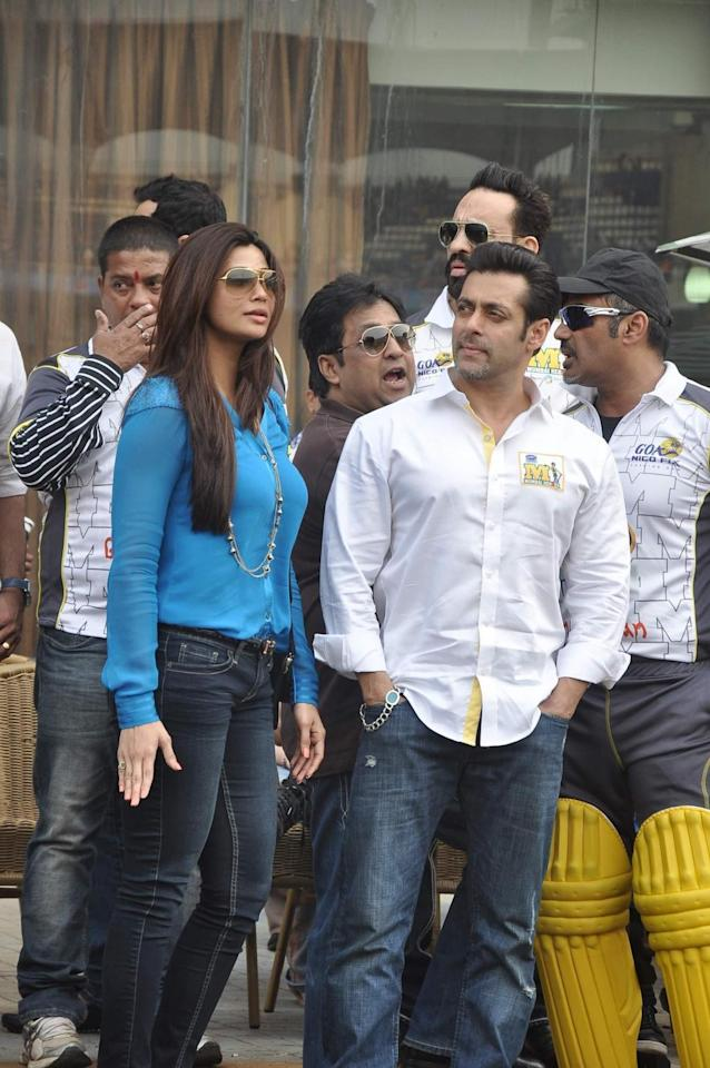 Actors Salman Khan and Daisy Shah during Celebrity Cricket League 4 (CCL) match to promote their film Jai Ho in Mumbai on January 25, 2014. (Photo: IANS)