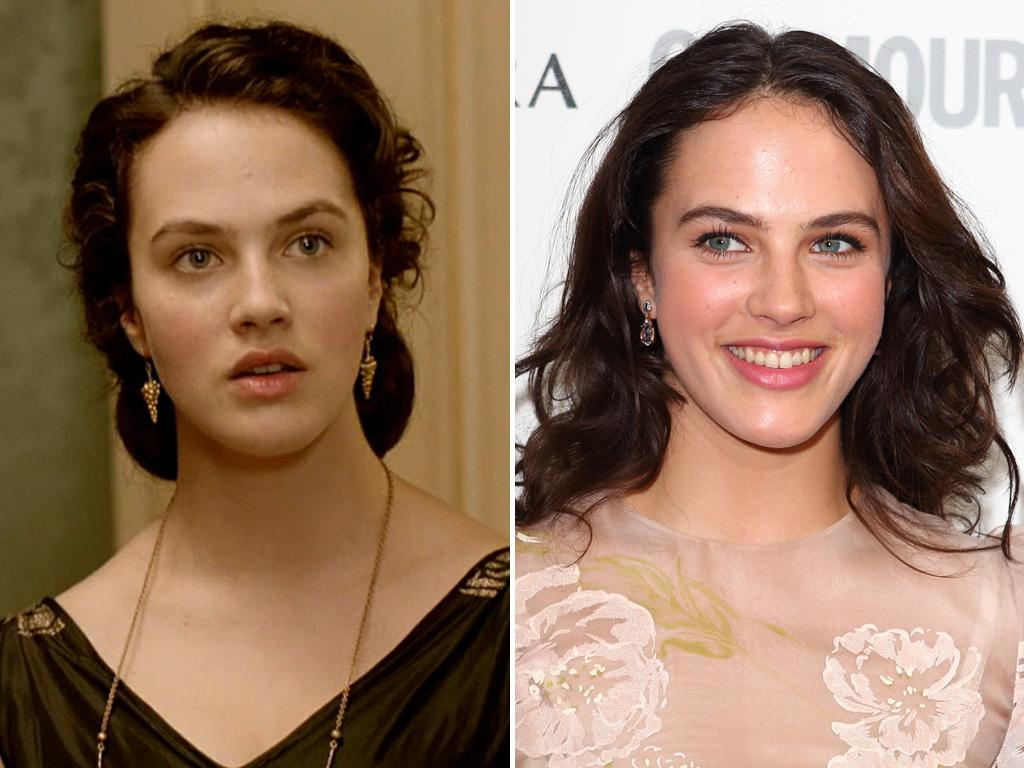 """<p><strong>Jessica Brown Findlay</strong> is a beauty in any era, so it's not a shock to see she's equally stunning as """"Downton's"""" Lady Sybil and on the red carpet.</p>"""