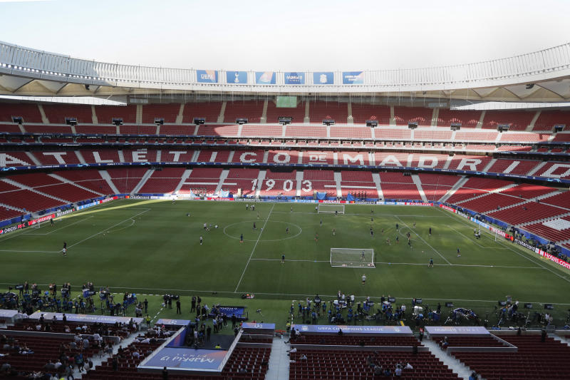 Tottenham players train during a training session at the Wanda Metropolitano stadium in Madrid, Friday May 31, 2019. English Premier League teams Liverpool and Tottenham Hotspur are preparing for the Champions League final which takes place in Madrid on Saturday night. (AP Photo/Armando Franca)