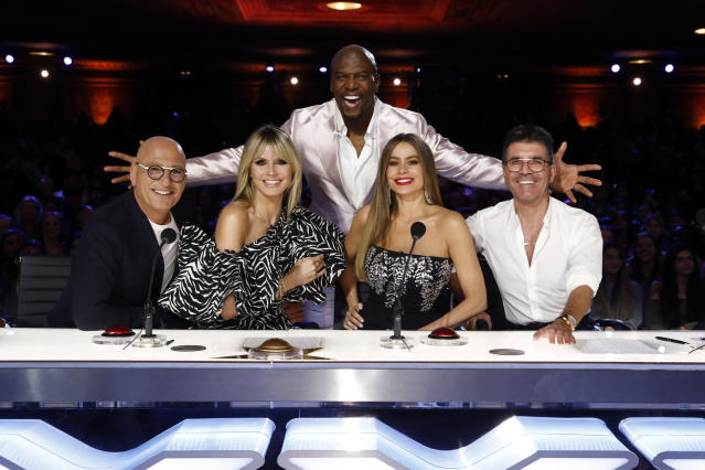Heidi Klum mit ihren Kollegen von AMERICA'S GOT TALENT: Howie Mandel, Terry Crews, Sofía Vergara und Simon Cowell. (Bild: Trae Patton/NBC/via Getty Images)